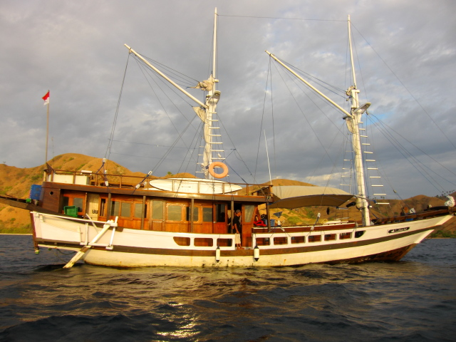 paket sailing komodo