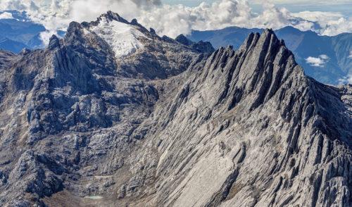 Pendakian Carstensz Pyramid