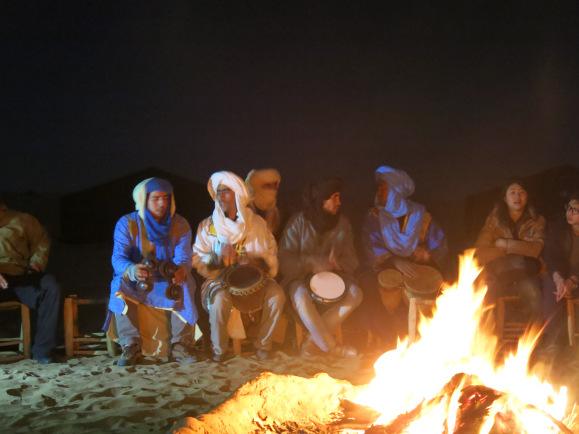 api unggun dengan touareg