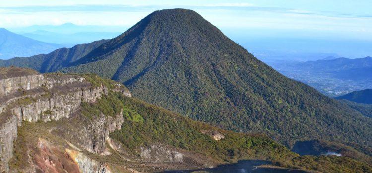 Serunya Pendakian Gunung Gede